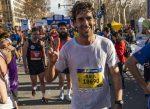 El ex futbolista del Real Madrid Raúl sorprende en el medio maratón de Barcelona